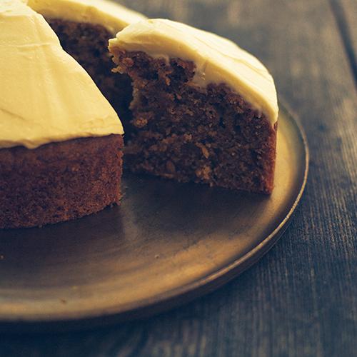 お菓子作りにこよなく愛されてきたキャラウェイ入りのケーキとパン