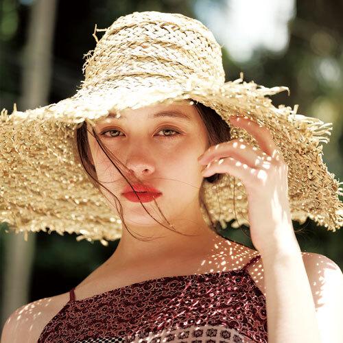 今年らしく夏色リップを纏う 琉花のリゾートメイク