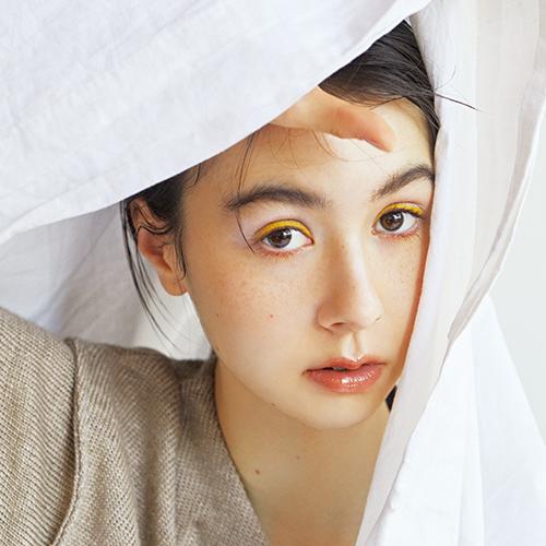 安藤ニコが誘う シトラスカラーとセミマット質感のロマンス
