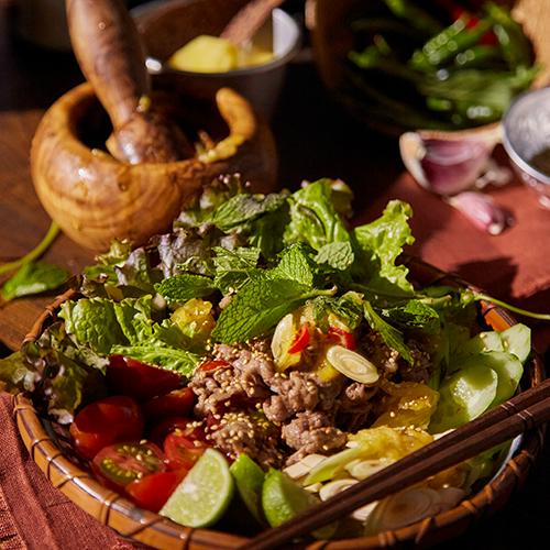 夏の食卓に ベトナムの風を感じるハーブビーフサラダ